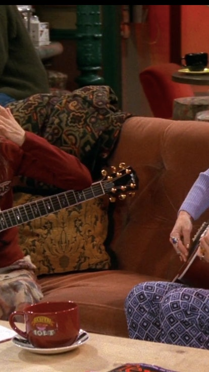 The 'Friends' Hairstylist On Creating Phoebe's Vibe, Plus 33 Of Her Best Beauty Looks