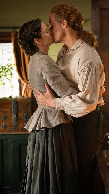 Diana Gabaldon Teases 'Outlander' Season 6 & A Jamie Scene That's Not In The Books